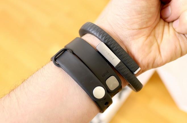 Xiaomi-Mi-Band-Fitbit-Flex-Jawbone-Up-polso-2-658x434