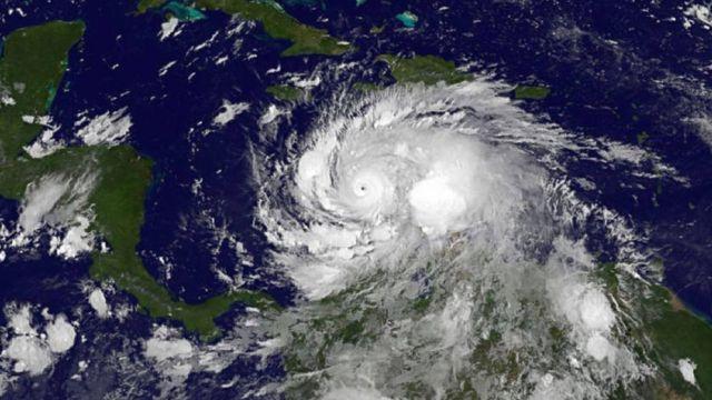 Huge Matthew Hurricane Heading Towards US