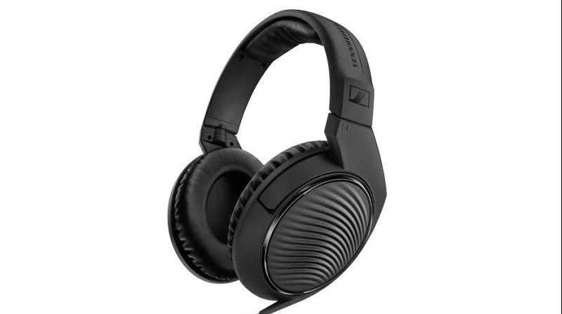 Sennheiser HD 200 PRO: The New Lightweight Headset