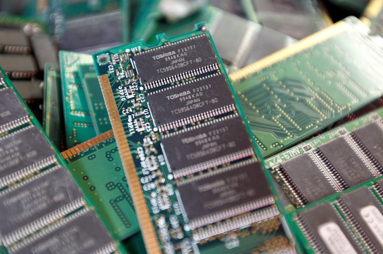 Toshiba Favors Bain Group for Chip Sale